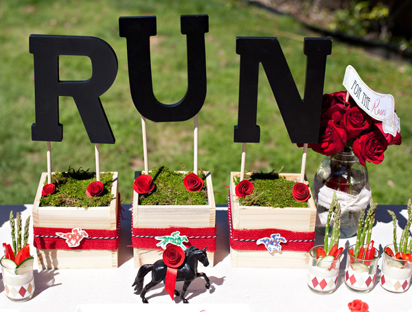 Run for the Roses outdoor table display