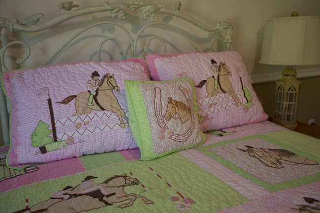 Pink and green horse bedding set