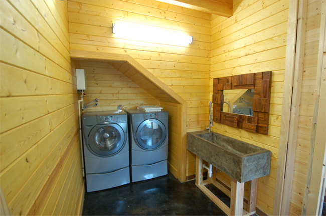 Laundry room and sink in the barn