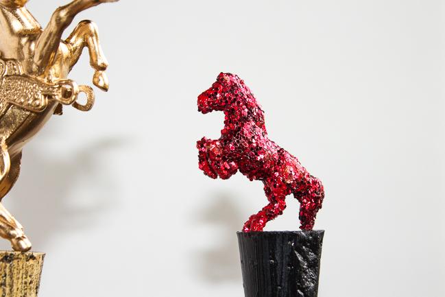 DIY-glittery-horse-wine-stopper