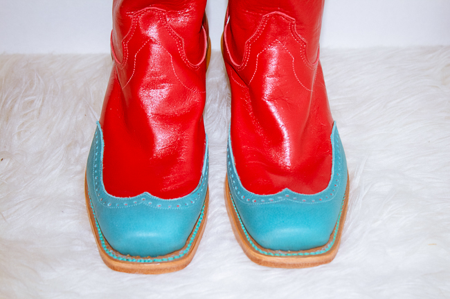 red and turquoise toe close up