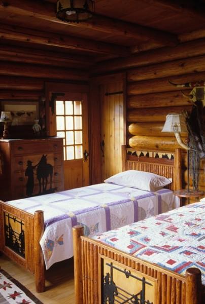 Old_lodge_bedroom