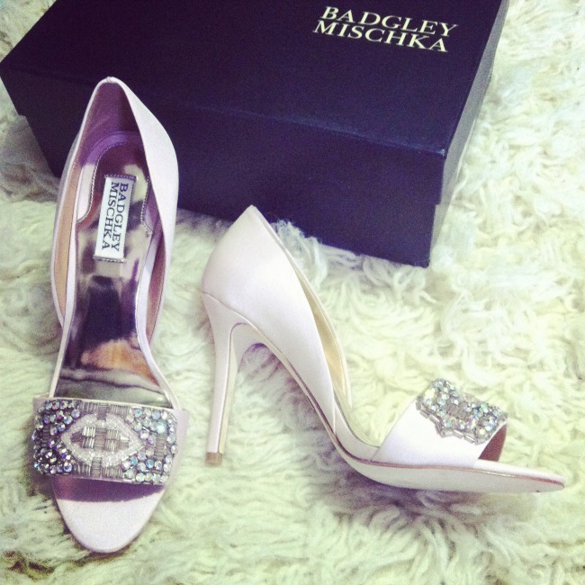Badgley Mischka wedding shoes, photo via Horsesandheels_ Instagram