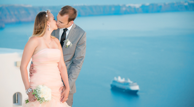 Perfect wedding photos in Santorini, Greece