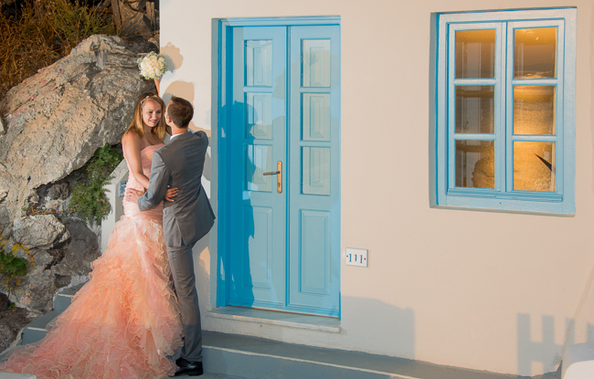Sunset wedding photos in Santorini, Greece