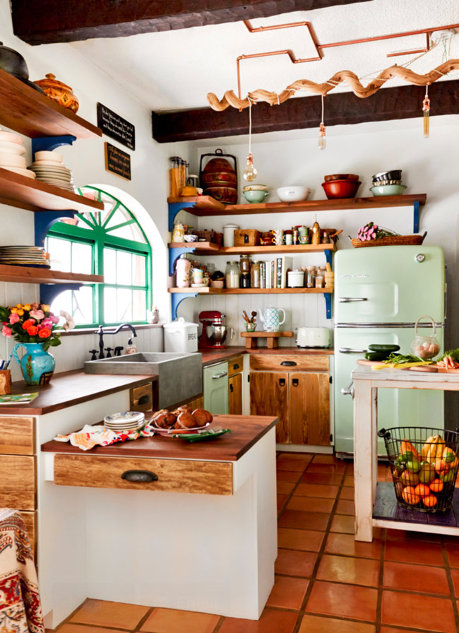 A charming and bright country kitchen