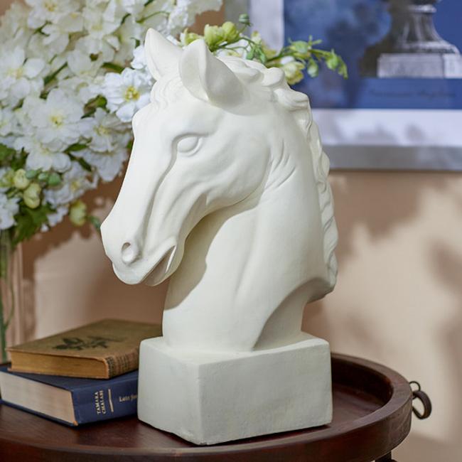 Bethany Horse Decor