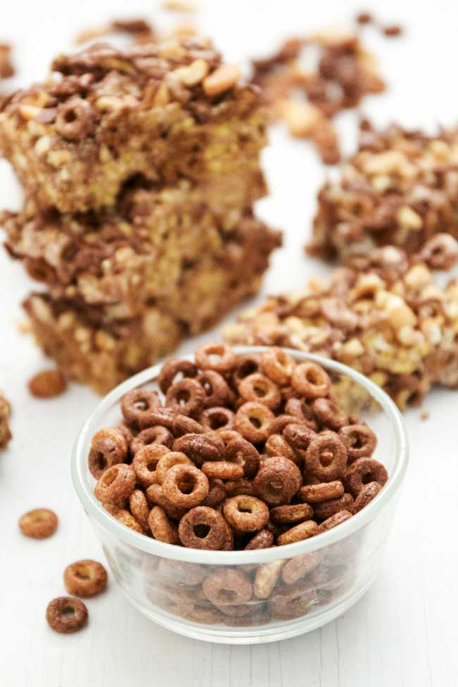Chocolate Peanut Butter Cereal Bars make the perfect summer snack - salty and sweet combines for something delicicious