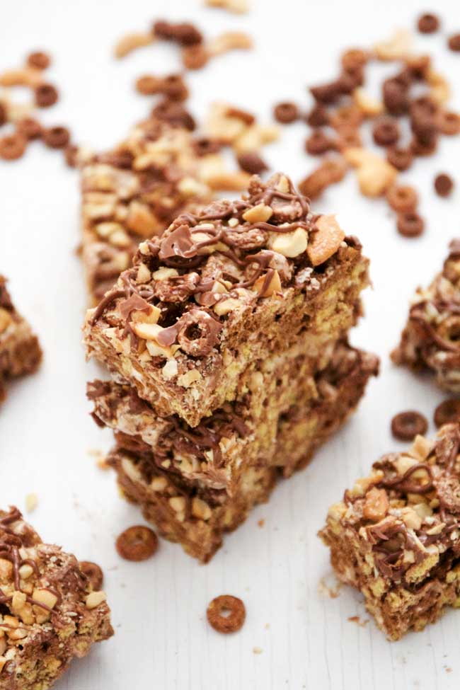 Chocolate Peanut Butter Cereal Bars make the perfect summer snack