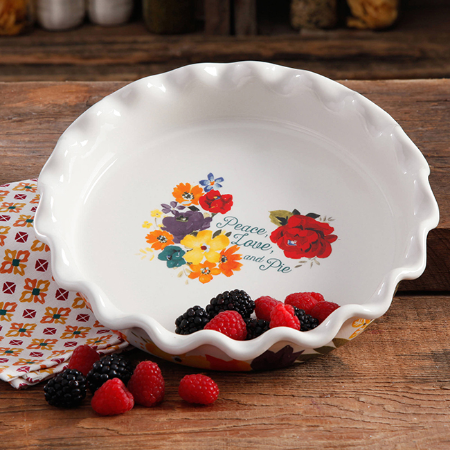Pioneer Woman scallop pie plate