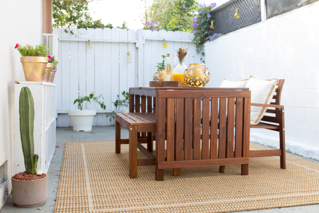 A stunning outdoor dining area gets a refresh with simple accessories