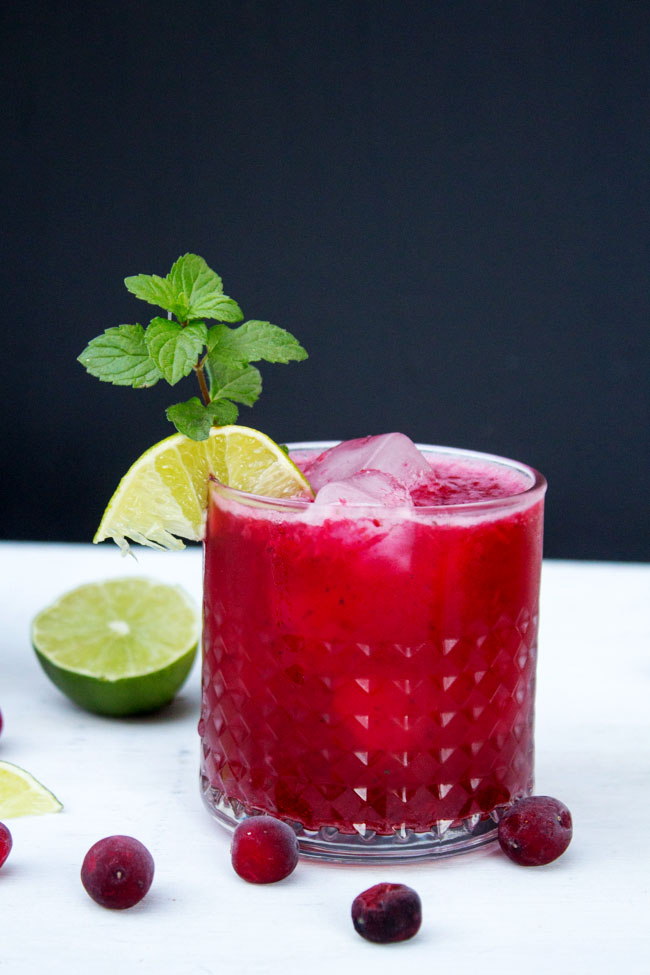 easy cranberry mojito with mint